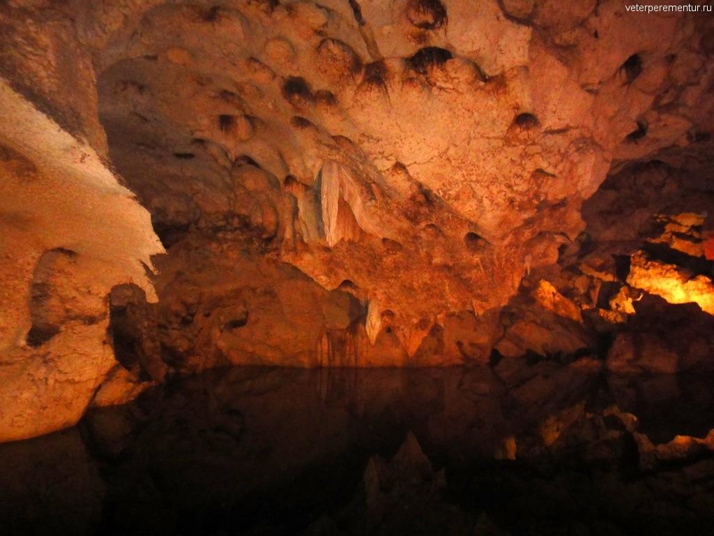 подземное озеро в Green Grotto Cave, Ямайка