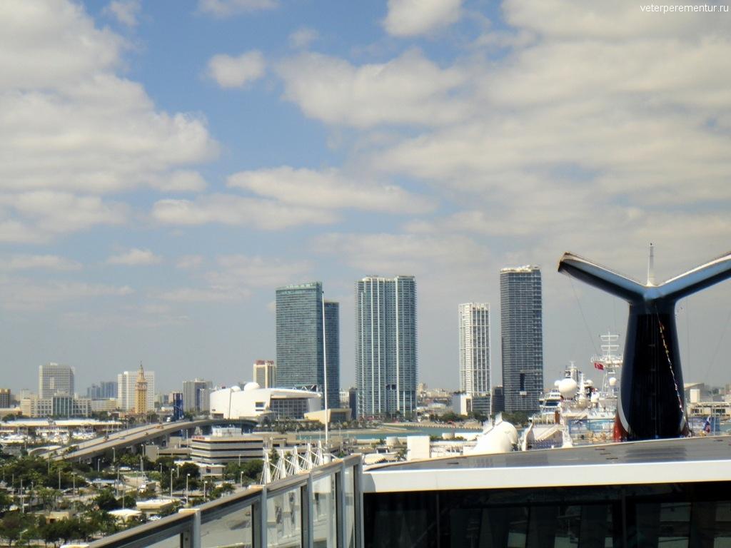 Вид с борта корабля на Майами