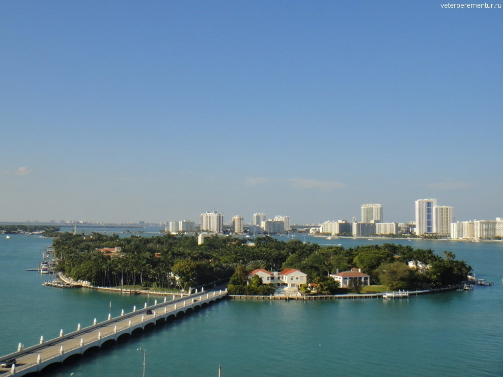 Выход корабля в море из порта Майами