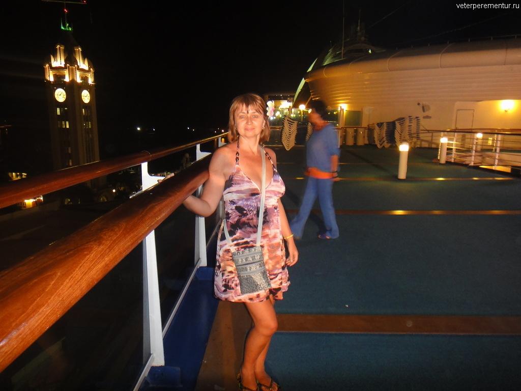 Вид на Гонолулу с борта корабля