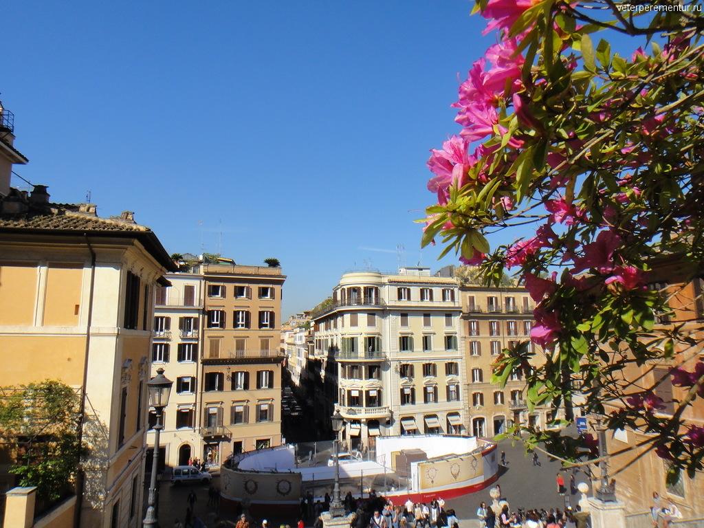 Фонтан Баркачча на реконструкции, Рим