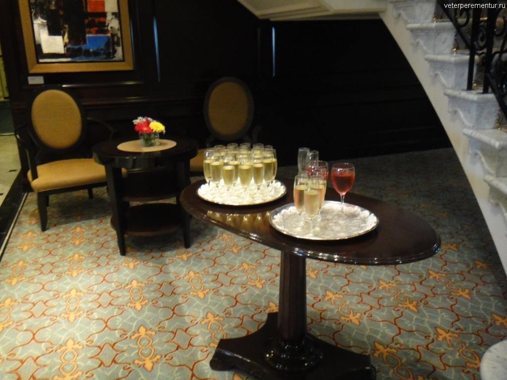 Azamara Quest, приветственное шампанское
