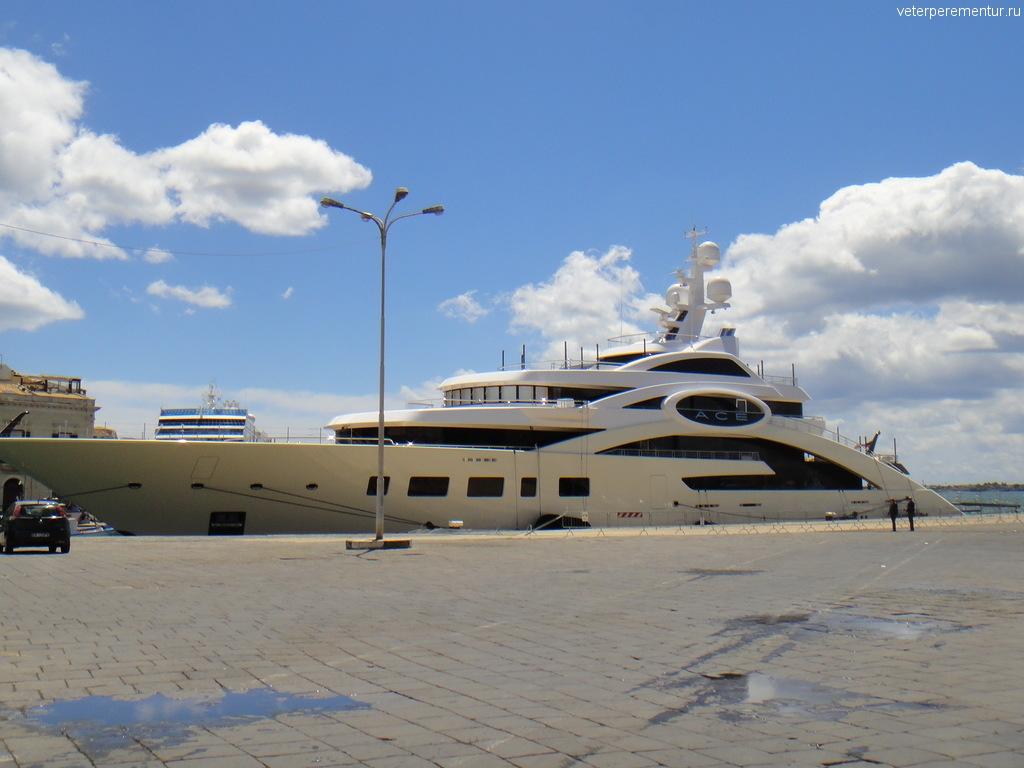 Яхта в Сиракузах