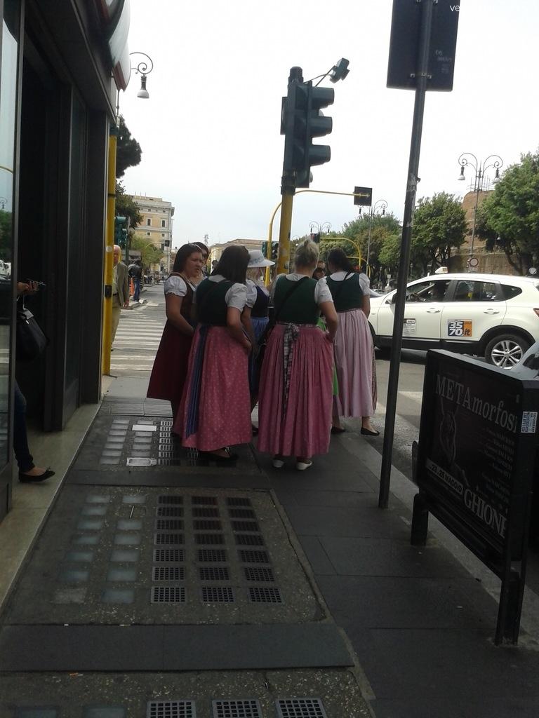 Туристы в национальных костюмах, Рим