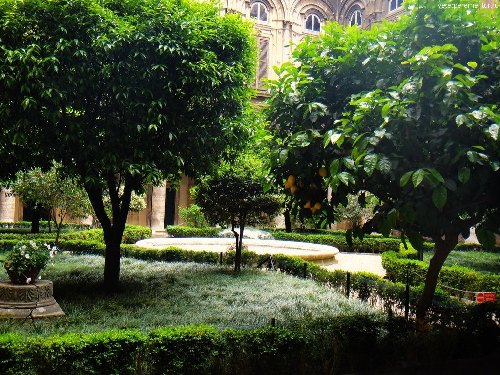Внутренний дворик музея, Рим