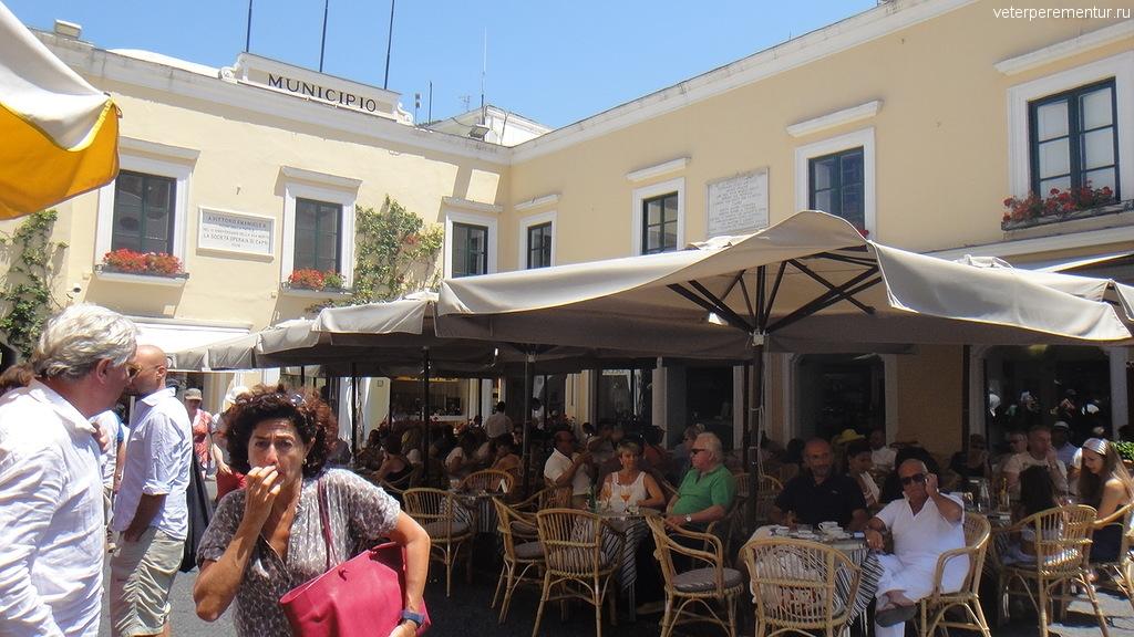 Ресторан на площади в Капри, Италия