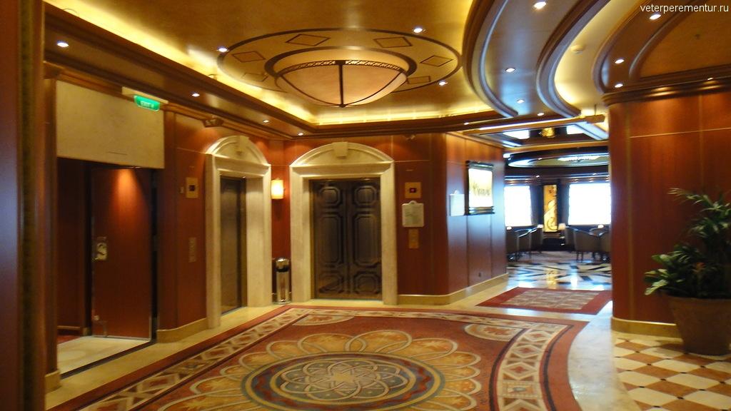 зона лифтов на Ruby Princess