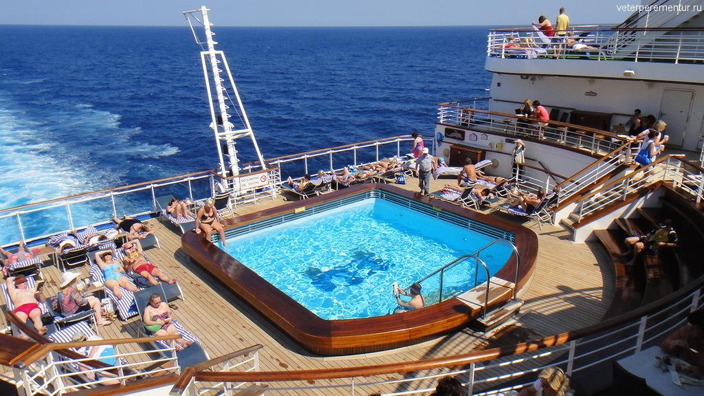 бассейн на корме