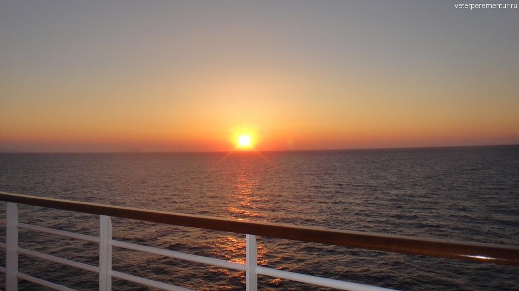 закат на открытой палубе на Ruby Princess