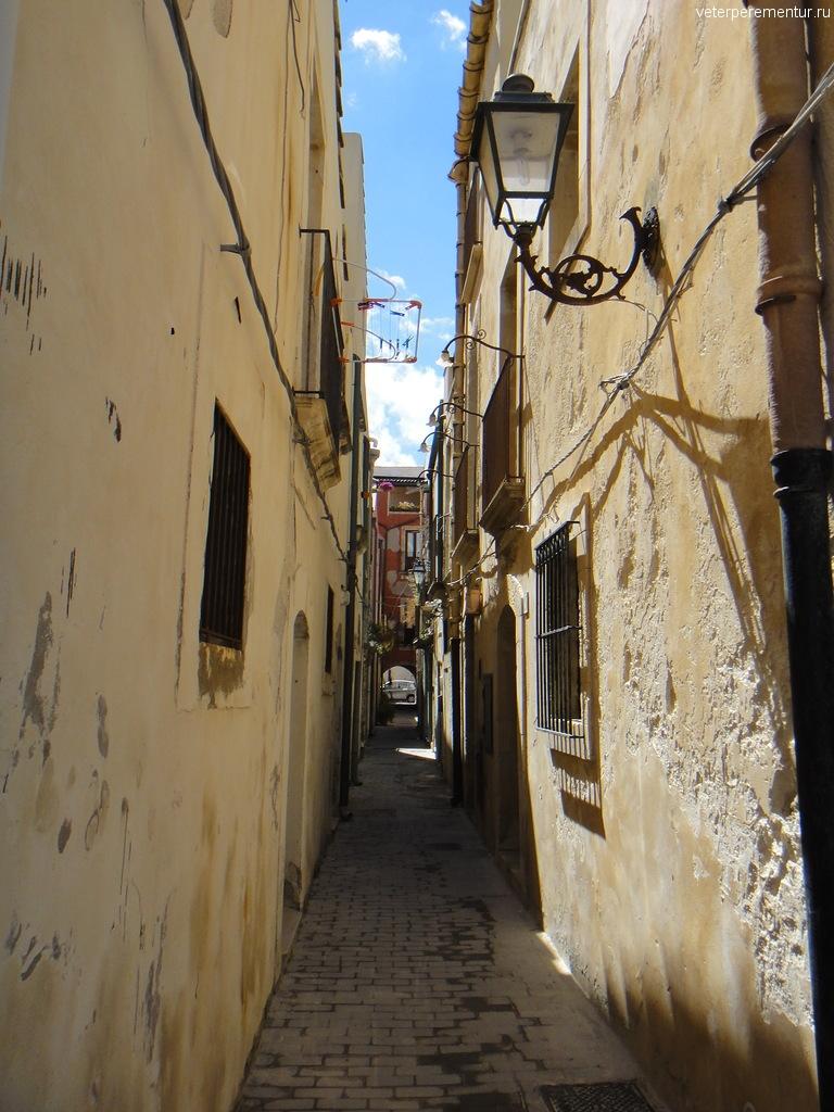 Узкие улочки в Сиракузах, Италия