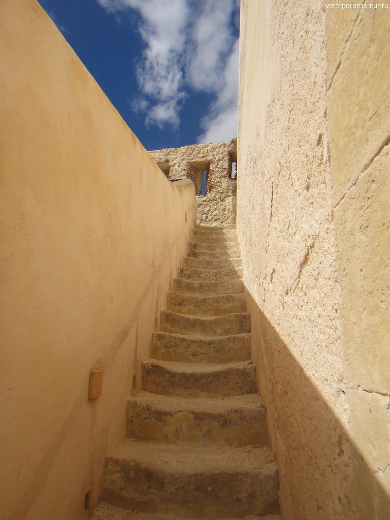 Лестница в форте, Сиракузы