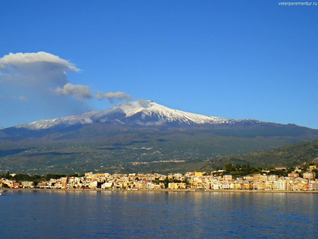 Подплываем к GIARDINI NAXO, Сицилия