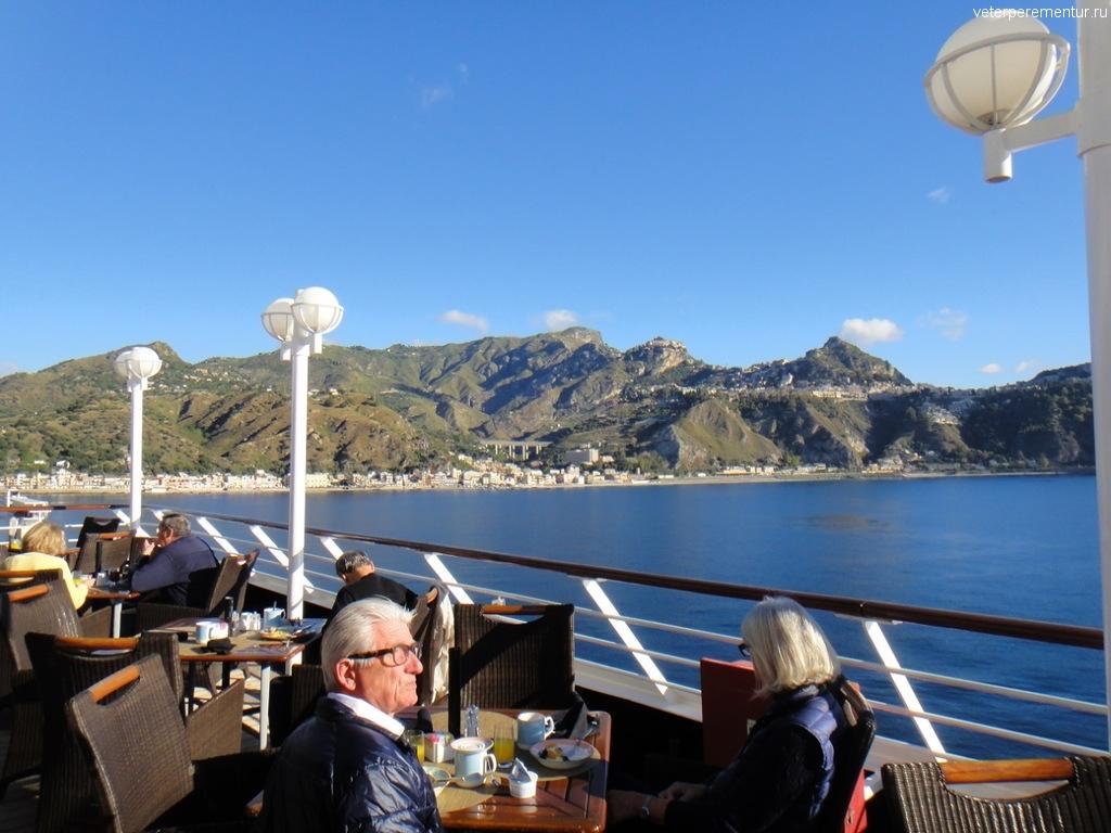 завтрак на открытой палубе, Azamara Quest