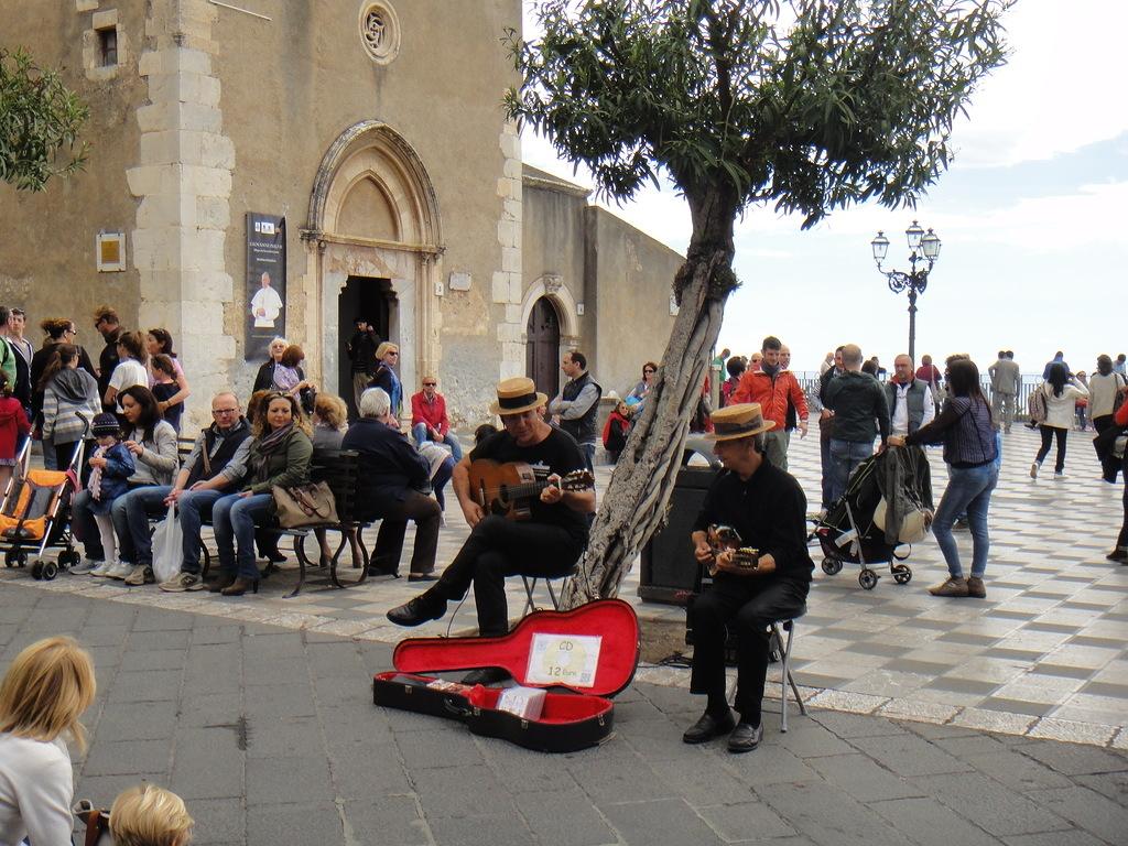 Уличные музыканты, Таормина