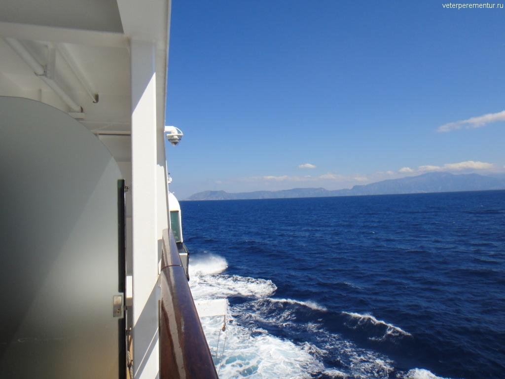 Azamara Quest, в море