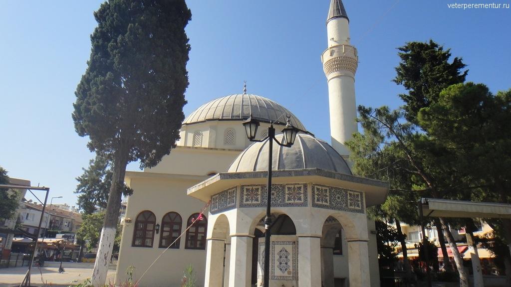 Кушадасы, мечеть