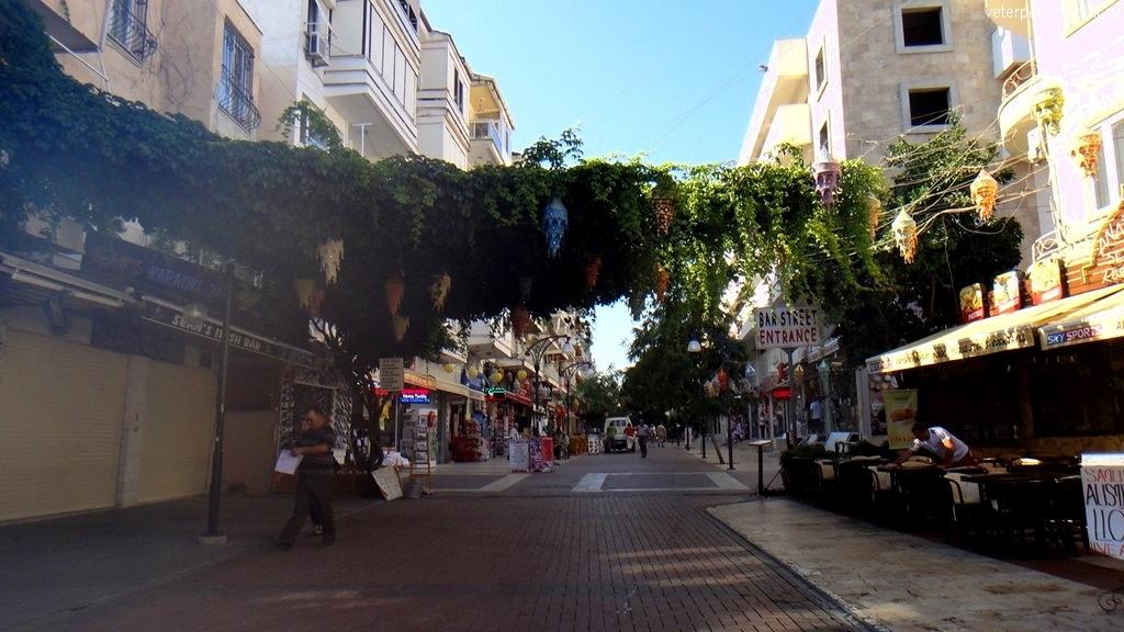 Кушадасы, на улицах города