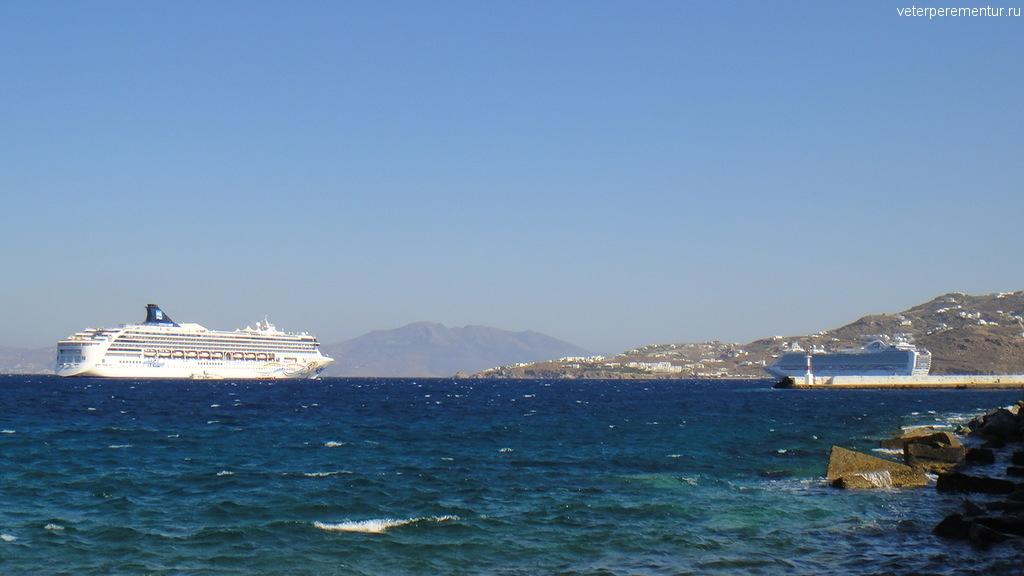 Корабли рядом с Миконосом