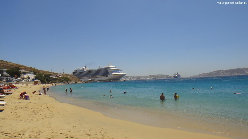 Пляж рядом с портом на Миконосе