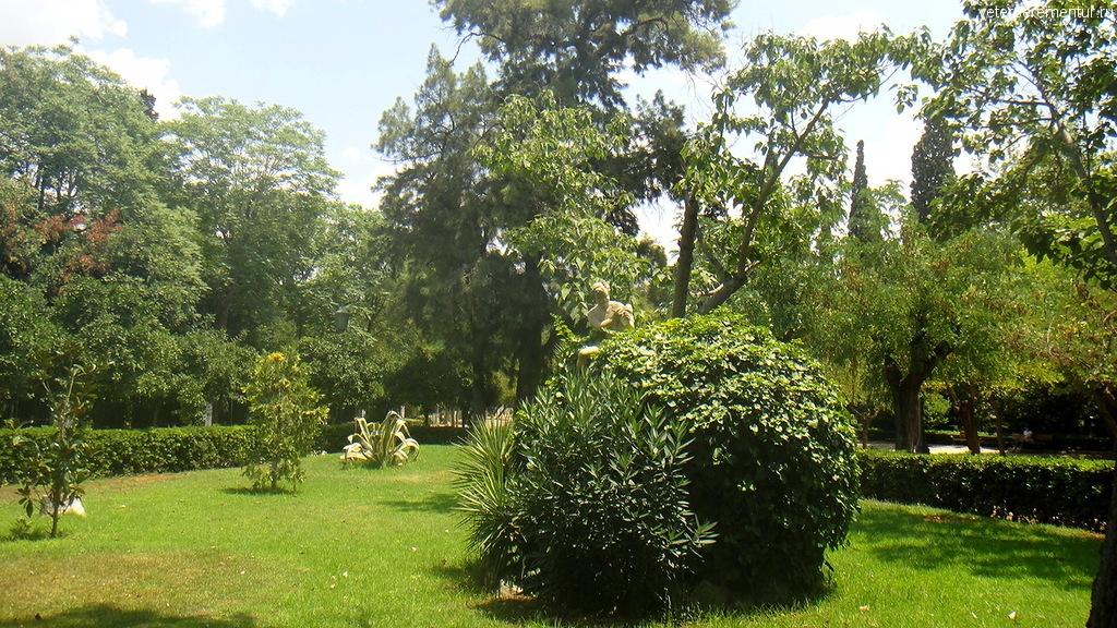 Статуя в парке, Афины, Греция