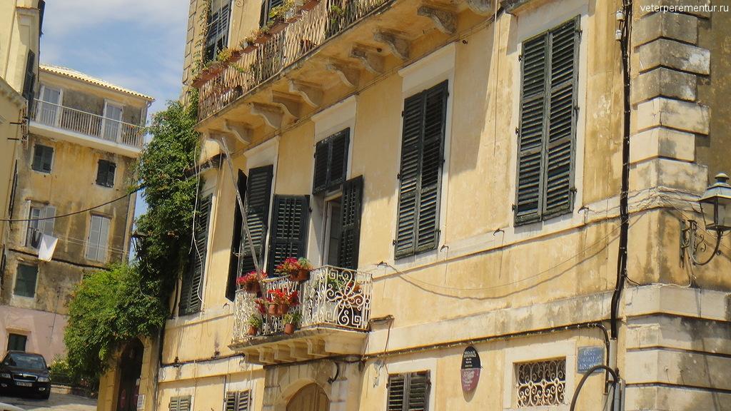 красивые балкону в Керкире, Корфу