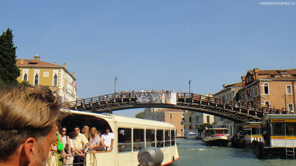 Один из старейших мостов в Венеции