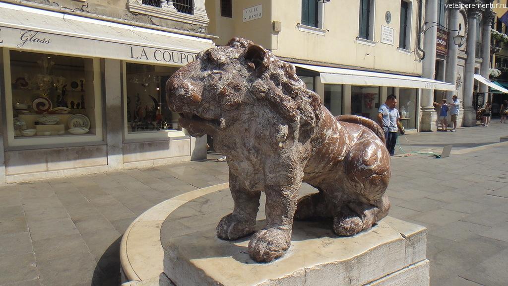 Венеция, каменный лев