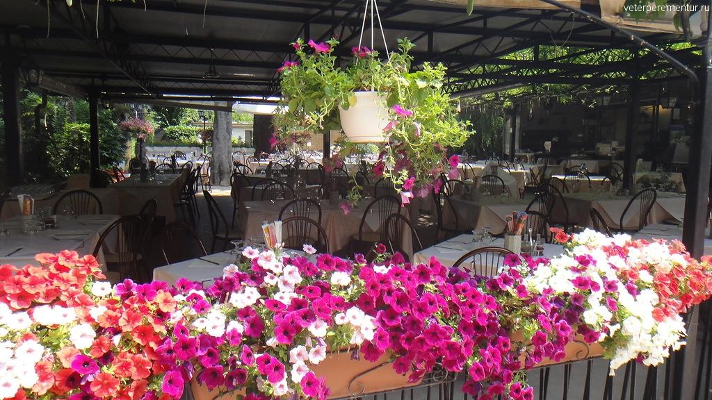 Цветы в кафе, Лидо, Венеция
