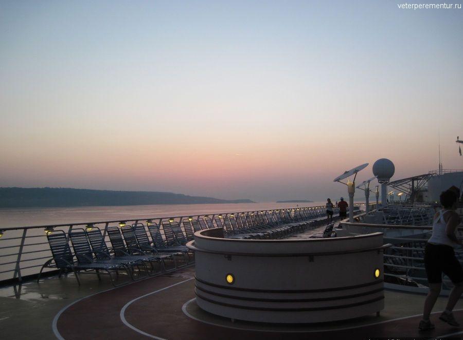 Подплываем к Криту на рассвете, утренняя пробежка по палубе