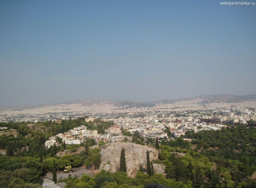 Вид с Акрополя на Ареопаг