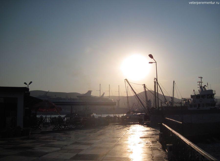 Корабли в порту Кушадасы