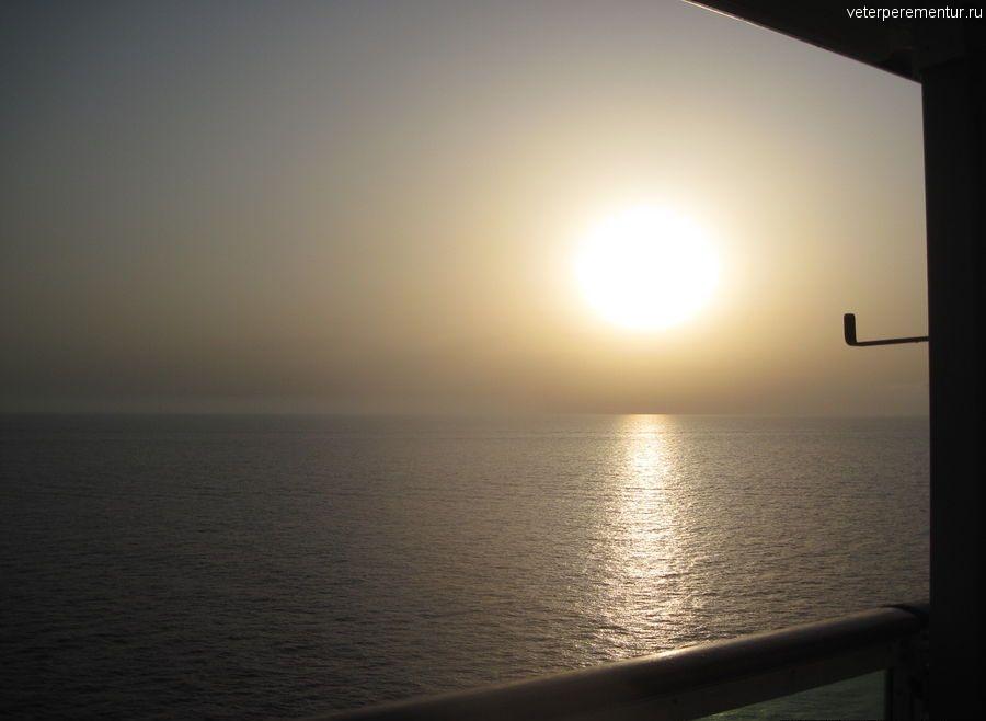 Navigator of the Seas в море