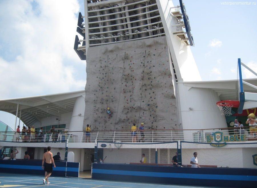 Navigator of the Seas, стена для скалолазанья