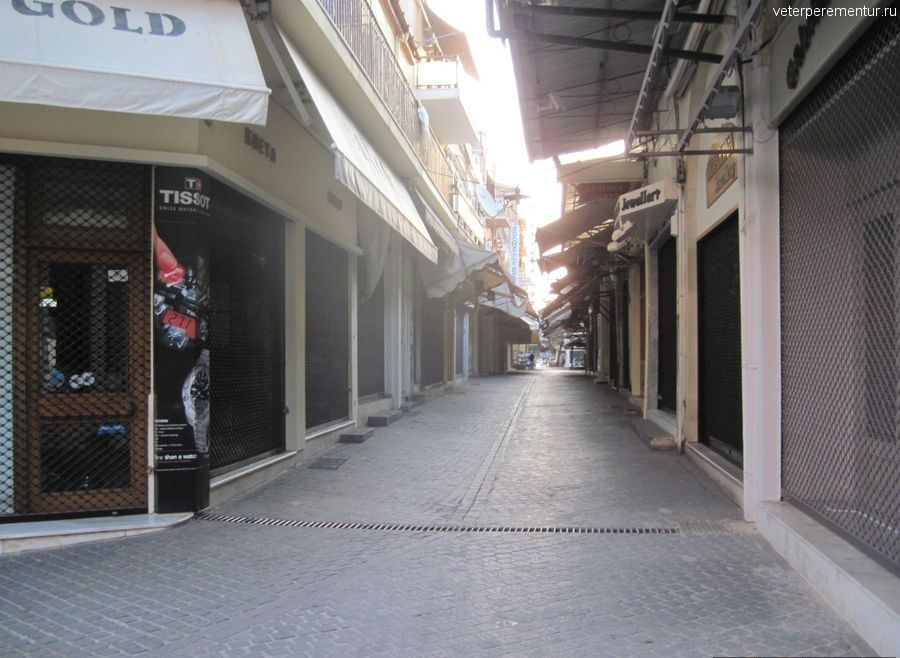 Пустынные улицы, утро в Ханье
