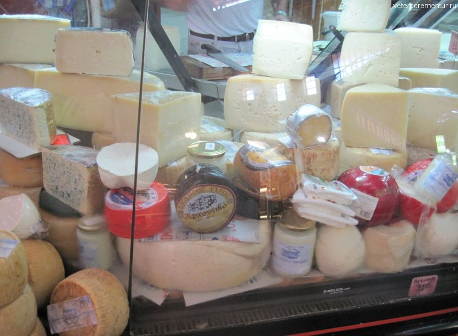 Сыр на крытом рынке, Ханья, Крит