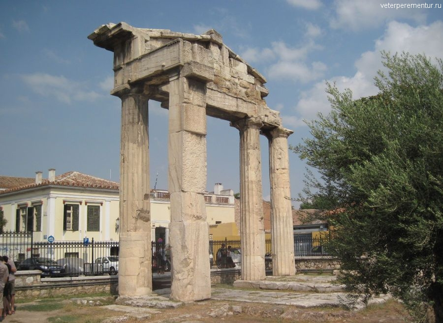 Библиотека Адриана, Афины