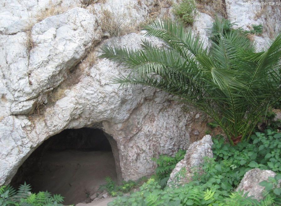 Священные пещеры, Афины