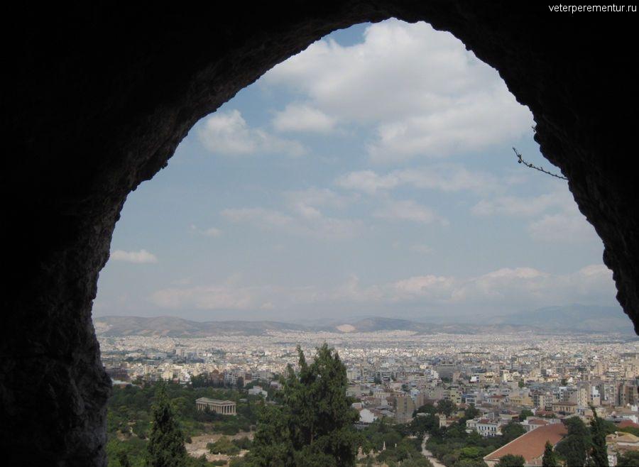 Вид из священной пещеры на Афины