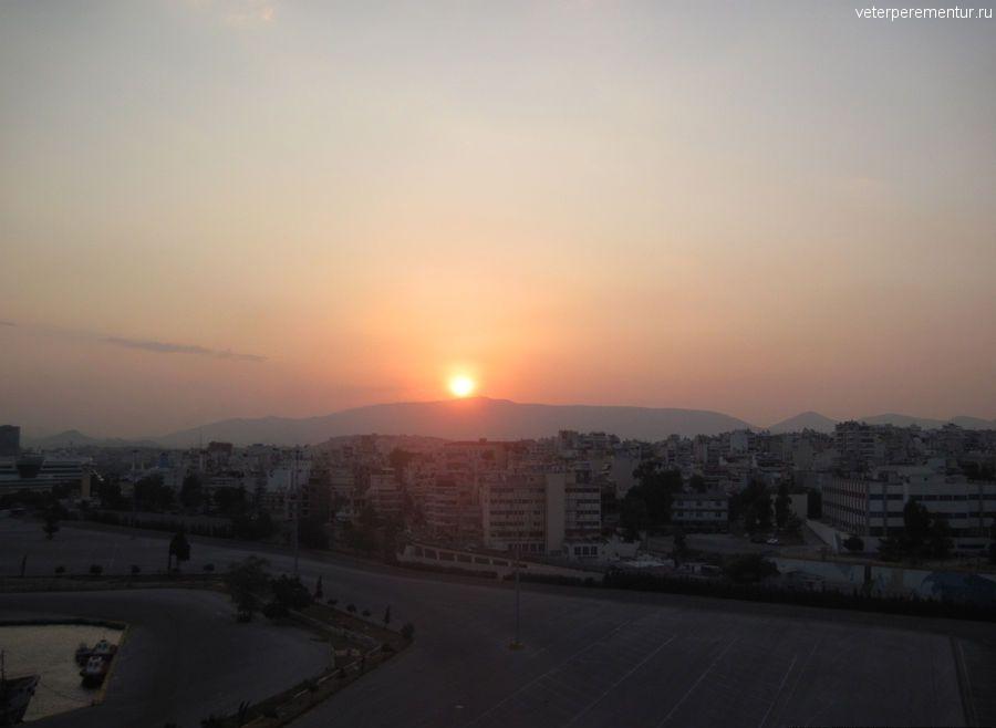 Рассвет в порту Пирей