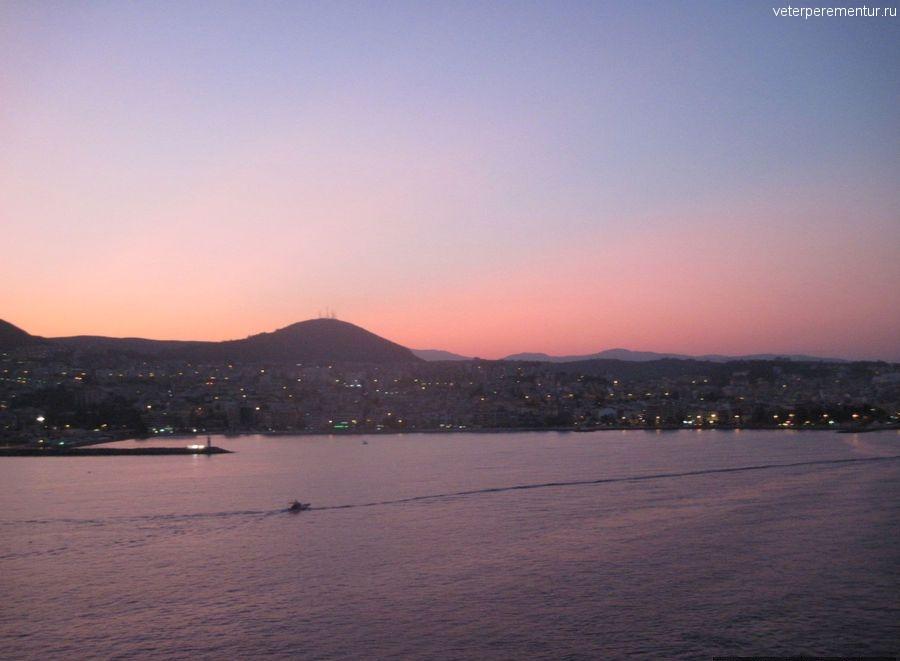 Восход в порту Кушадасы, Турция