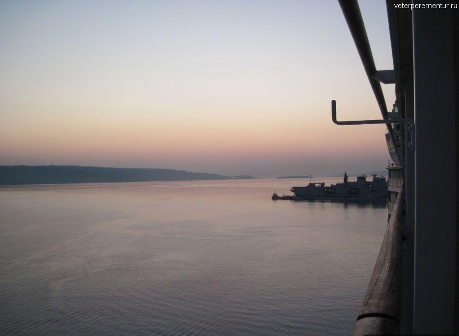 Подплываем к Криту на рассвете