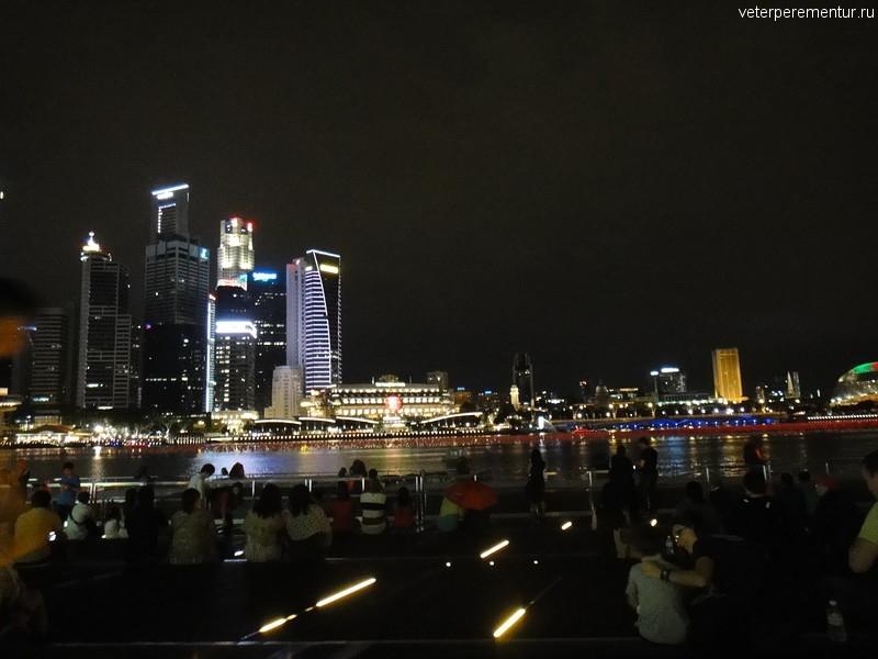 Вечерний Сингапур, залив рядом с Marina Bay Sands