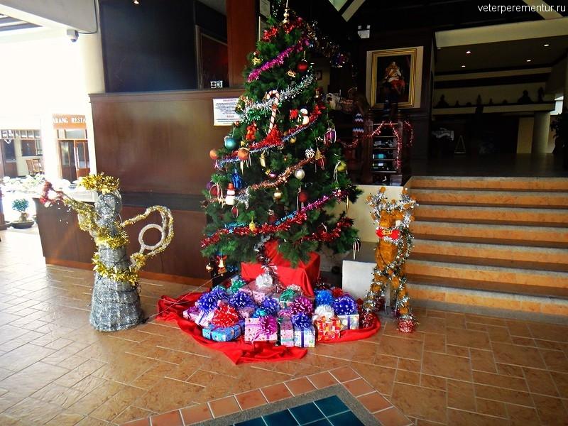 Новогодняя елка на острове Phi Phi, Таиланд