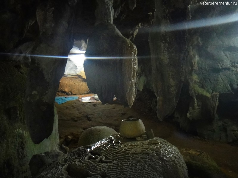 Пещеры в священном лесу, Храм Тигра, Таиланд