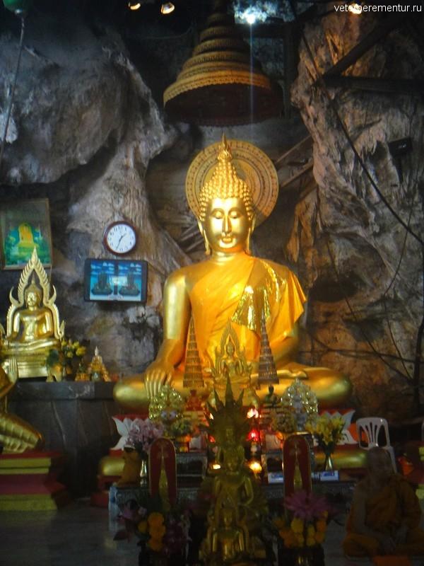 Статуя Будды в пещере Тигра, Таиланд