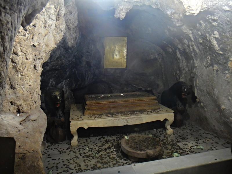 Пещера Тигра (Tiger Cave Temple) или Храм Тигра (Wat Tham Suea), Таиланд, Краби
