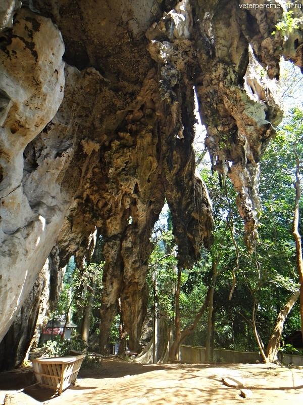 Пещеры по дороге на Pranang от Reilay (East)