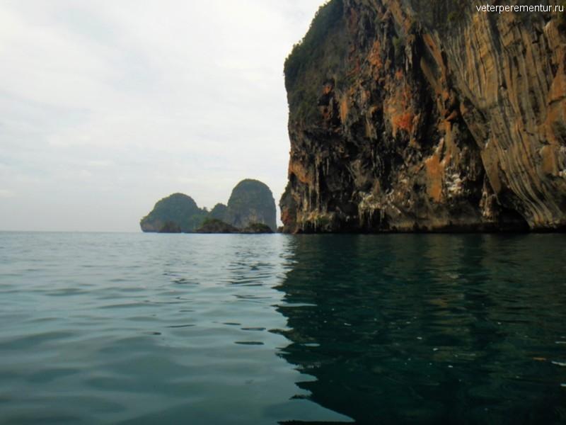 Вид на скалы с моря, Рейли, Таиланд