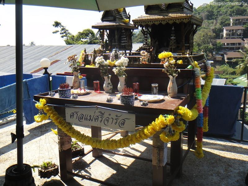 Интерьеры кафе по дороге на Вьюпоинт, Пи Пи, Таиланд