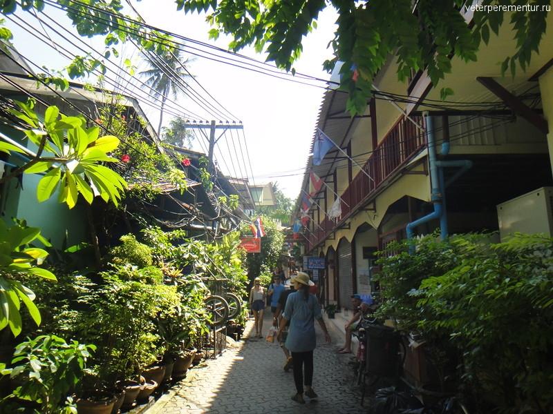 На улицах Phi Phi, Таиланд